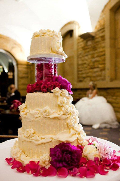 Diva-Cakes-and-Red-Floral-unique-wedding-cake-1