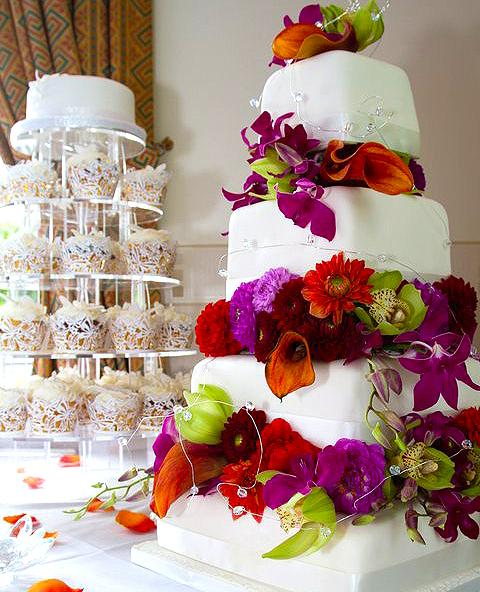 Diva-Cakes-and-Red-Floral-unique-wedding-cake-3