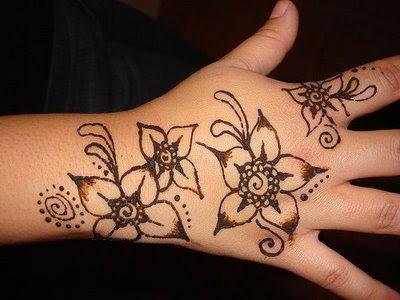Simple Arabic Mehndi Designs For Kids 1