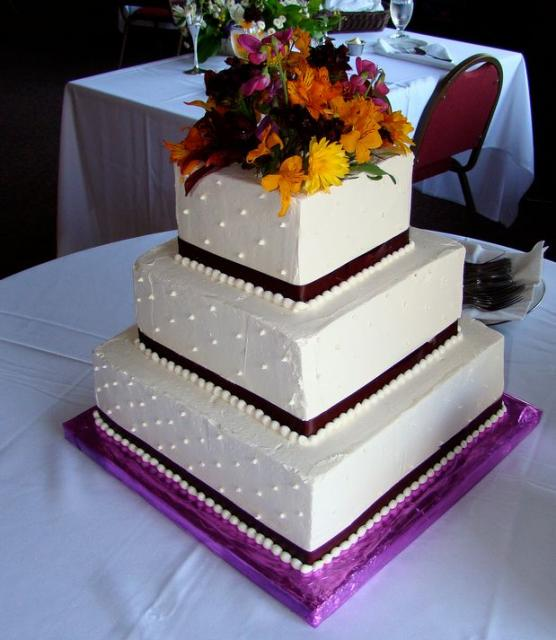 cakepicturegallery.com-d-13803-2-Three tier square white wedding cake with fresh flowers on top