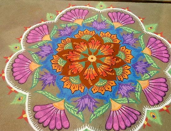 rangoli-with-flower-patte
