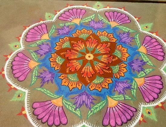 rangoli-with-flower-patte