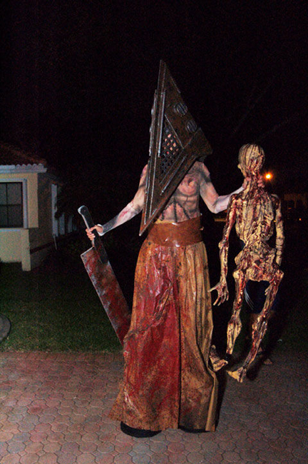pyramid-head-halloween-costume