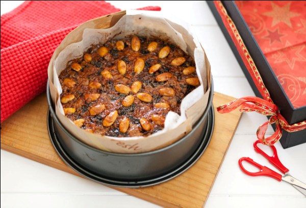 Foodlovers website recipes, Helen Jackson, Christmas baking and summer food. Christmas cake. Photos by Carolyn Robertson