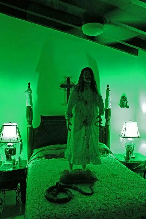 22 Halloween Bedroom Ideas